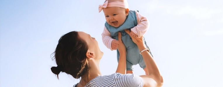 Грелка при коликах у малыша